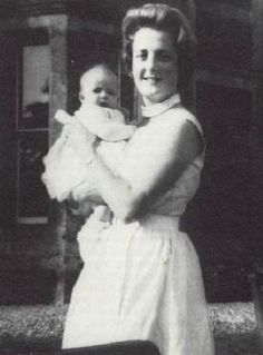 Baby Diana Spencer with her mother