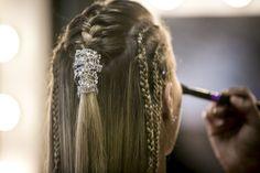 """Vestido de noiva – cropped – da Bárbara França de """"Malhação""""   http://modaefeminices.com.br/2017/05/07/vestido-de-noiva-cropped-da-barbara-franca-de-malhacao/"""