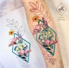 Uma fluidez espontânea toma conta do trabalho do tatuador inglês Jason Adelinia que cria lindos adornos botânicos coloridos que celebram a natureza.