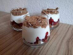 Advent tiramisu, a nice recipe from the fruit category. Ratings: Average: Ø Advent tiramisu, a nice recipe from the fruit category. Oreo Dessert Recipes, Trifle Desserts, Mini Desserts, Brunch Recipes, Easy Desserts, Delicious Desserts, Party Recipes, Tiramisu Dessert, Tiramisu Oreo