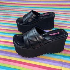 Dr Shoes, Sock Shoes, Me Too Shoes, Shoes Heels, Pretty Shoes, Cute Shoes, Sneakers Fashion, Fashion Shoes, Mode Kawaii