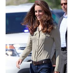 Kate rocks in a fitted shirt!  #fittedshirt #tailoredshirt #katemiddleton