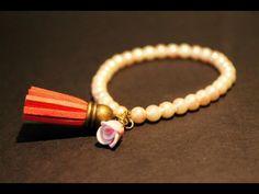 Perlas con flor y borla.