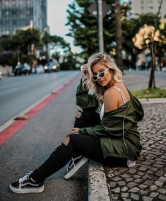Discover recipes, home ideas, style inspiration and other ideas to try. Best Photo Poses, Girl Photo Poses, Girl Poses, Picture Poses, Photographie Indie, Photographie Portrait Inspiration, Portrait Photography Poses, Photography Poses Women, Photography Lighting