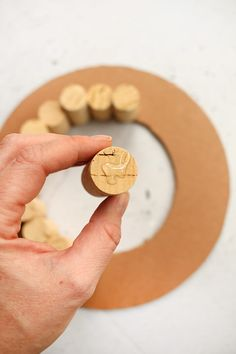 Do it yourself: Make your own advent wreath with corks, Christmas Wreaths, Christmas Crafts, Christmas Decorations, Xmas, Homemade Advent Wreath, Diy Craft Projects, Diy And Crafts, Christmas Coffee, How To Make Wreaths