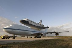 Discovery and the SCA At the Shuttle Landing Facility at NASA's Kennedy Space Center in Florida, NASA the Shuttle Carrier Aircraft (SCA) with space shuttle Discovery secured to its back is parked on the tarmac awaiting departure from Kennedy. Nasa, Cosmos, Kennedy Space Center, Air And Space Museum, Air Space, Space Program, Boeing 747, Space Shuttle, Space Telescope