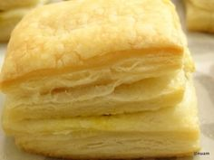 How to Make Puff Pastry The principle behind the pastry is to create many layers of dough and butter by folding and turning the two together. (Unlike short pastry, the butter is not incorporated into the dough but rather folded into the layers). Easy Puff Pastry Desserts, Easy Puff Pastry Recipe, Pastry Dough Recipe, Puff Pastry Dough, Puff Recipe, Puff Pastry Sheets, Recipe Recipe, Tart Recipes, Dessert Recipes