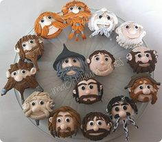 Hobbit Cupcakes! I wish I was this talented! Nice close-up pictures of individual cupcakes.