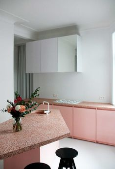Terrazzo has been around for centuries but it's been making a massive comeback. Today we survey some of our favourite projects where Terrazzo is a hero! Interior Desing, Home Interior, Interior Design Kitchen, Interior Architecture, Kitchen Decor, Kitchen Modern, Terrazzo, Küchen Design, Layout Design