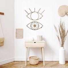 """€29,95 #decoracion #madera #decoracionmadera #interiorismo #salon #casa #decorar Nuestro Mabui simboliza """"la unidad restablecida"""" para los visionarios, para los que vuelven a sus orígenes, para los que sueñan y actúan. Perfecto para decorar con ellos un rincón especial de tu casa, para tu salón, habitación o salas más íntimas. Están fabricado artesanalmente en madera natural, revestido sobre fresno y acabado en un tono nogal. Decoración perfecta para tu casa. Decoration Design, Nightstand, Creations, Table, Furniture, Home Decor, Walnut Finish, Hardwood, House Decorations"""