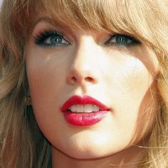 Taylor Swift ses looks maquillage Taylor Swift 2014, Taylor Swift Concert, Long Live Taylor Swift, Taylor Swift Pictures, Red Taylor, Taylor Swift Red Lipstick, Taylor Swift Makeup, Mtv, Most Beautiful Faces