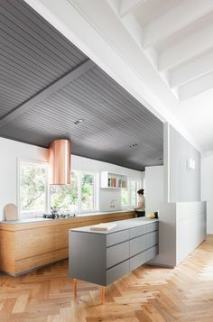 The Riverview House was updated by Nobbs Radford Architects. Key to the brief was the need for a generous kitchen. The clients wanted zones in the kitchen that they could have several activities, or 'stations', happening simultaneously. #kitchen
