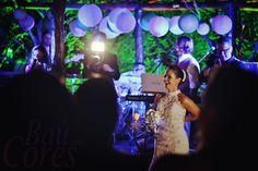Noiva feliz em show da Banda Baú das Cores