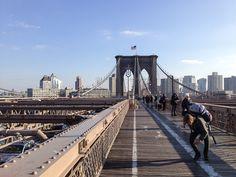 Atravessando a ponte do Brooklyn :) Confira no blog!