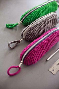 crochet zip pencil case tutorial