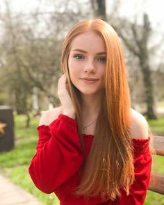Discover tons of gorgeous redhead on Bonjour-la-Rousse Hair Color Highlights, Red Hair Color, Copper Highlights, Hair Colors, Red Hair Woman, Beautiful Red Hair, Beautiful Women, Girls With Red Hair, Red Hair Boy