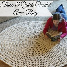 Chaleur Life: Thick & Quick Area Rug - free crochet pattern. Using 4 strands of worsted weight yarn held together and a 15mm hook.