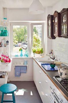 kleine küche einrichten schmaler raum offene regale