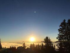 CHAMROUSSE - Coucher de soleil : @carotide_delwood Coucher de soleil derrière les montagnes au dessus des nuages #sunset #sun #montagne #chamrousse #chamrousse1700 #vacances #pictoftheday #nofilter