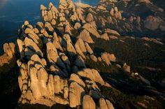 YannArthusBertrand2.org - Fond d écran gratuit à télécharger || Download free wallpaper - Formations géologiques, massif de Montserrat, Catalogne, Espagne