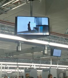 #Windows #digitalsignage fail at #Gatwick security this morning.
