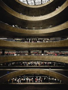 Andreas Gursky - São Paulo, Sé (2002) Metro Station