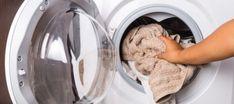 ΒΑΖΕΙ ΤΑ ΡΟΥΧΑ ΣΤΟ ΠΛΥΝΤΗΡΙΟ προσθέτοντας μερικές κουταλιές αλάτι… Ο Λόγος; Ευφυέστατος! Dog Bowls, Washing Machine, Home Appliances, Cleaning, Tips, Sewing, Blog, Photography, House