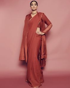 Sonam Kapoor is back at it and this time around she wears the classic colour in two contrasting outfit styles - a saree and a pantsuit. Sonam Kapoor Saree, Bollywood Saree, Bollywood Fashion, Sabyasachi, Deepika Padukone, Lehenga, Kurta Designs, Blouse Designs, Simple Sarees