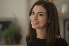 La oscarizada Anne Hathaway presenta #ElBecario. ¡No te pierdas la nueva comedia de Nancy Meyers el 30 de Octubre!