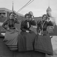 Department store workers,on their lunch break, Mood:Vintage Womens Fashion Stores, Fashion Tips For Women, Historical Clothing, Historical Photos, Edwardian Fashion, Vintage Fashion, Edwardian Era, Old Photography, 19th Century Fashion