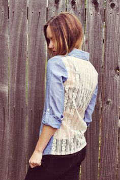 DIY denim and lace shirt from A Beautiful Mess. Makes me wish I kept my denim shirt from eons ago. Denim And Lace, Diy Clothing, Sewing Clothes, Diy Lace Shirt, Diy Vetement, Do It Yourself Fashion, Diy Tops, Moda Vintage, Refashioning