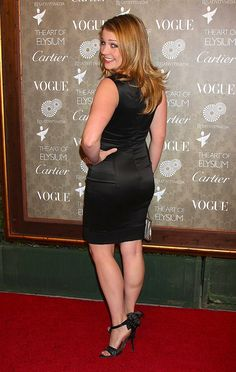 Melissa Joan Hart is an American actress is known for the tv series Clarissa Explains It All, Sabrina, the Teenage Witch and Melissa & Joey. Robin Scherbatsky, Actress Amy Adams, Melissa Joan Hart, Foto Pose, Sexy Older Women, Celebs, Celebrities, Sexy Legs, Sexy Outfits