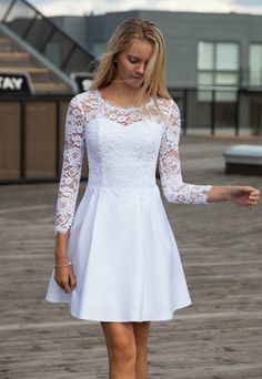 Her er en fin konfirmationskjole Robes De Confirmation, Confirmation Dresses White, Dresses For Teens, Short Dresses, Girls Dresses, Summer Dresses, Satin Dresses, Elegant Dresses, Dresses With Sleeves