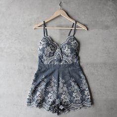 - Fabric: 100% cotton, no stretch - Padded bust - Exposed silver zipper in the back - Cold hand wash - Length: 69cm / 27.1 in - Imported