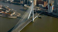 Erasmusbrug, Rotterdam.  De Erasmusbrug  en het Noordereiland. © febr 2016 Marco van Middelkoop/Aerophoto-Schiphol