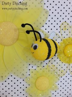 cute bee out of a styrofoam egg. Egg Crafts, Easter Crafts, Easter Ideas, Bee Cupcakes, Bee Hive Plans, Bee Cookies, Bee Party, Party Party, Cute Bee