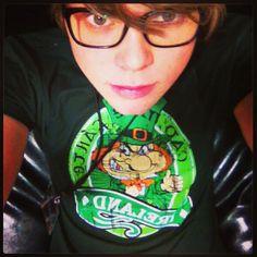 Ashton Irwin being a cutie pie in glasses<<<omg!! Love the top, I'm irish,but we DO NOT all speak like leprechauns ok?!?