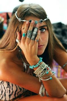 Turquoise and silver jewelry. There are no Boho clothes, no Boho jewelry, no Gypsy hair.only Gypsy-at-H Turquoise and silver jewelry. There are no Boho clothes, no Boho jewelry, no Gypsy hair.only Gypsy-at-Heart Bohemian Girls with Style and Moxie! Boho Hippie, Boho Gypsy, Hippie Style, Look Hippie Chic, Look Boho, Bohemian Mode, Gypsy Style, Gypsy Hair, Bohemian Girls