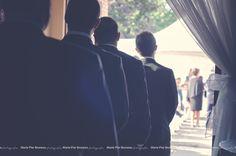 Wedding photography. Groom. best man. Waiting for the bride. Ceremony. outdoor. Love. Classic.  Photographie de mariage. Marié, garçons d'honneur. En attendant la mariée. Cérémonie extérieur. Amour classique.