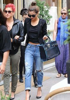 Selena chic outfit