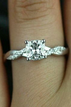 Love love love this ring!!!