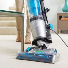 Steerable vacuum