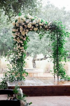 Floral ceremony arch | Image by Jennifer Lindberg Weddings