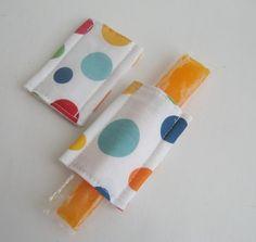 Tolle Idee - keine kalten Finger beim Eisschlecken. Mit Magnet, damit man die Hülle direkt an den Gefrierschank heften kann.