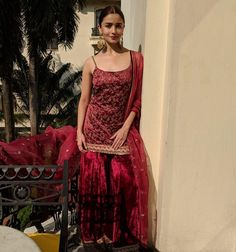 Bookeventz brings to you elegant mehndi dresses ideas for the brides of today. Update your mehndi couture with these chic outfits. Gharara Designs, Lehenga Designs, Mehndi Outfit, Mehndi Dress, Ethnic Outfits, Indian Outfits, Pakistani Dresses, Indian Dresses, Indian Sarees
