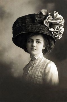 Edwardian woman portrait with high lace collar, huge hair + equally huge cartwheel hat