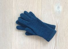 Hand-knitted gloves / Gloves With Fingers / Gloves & Mittens /
