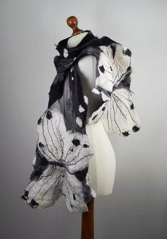 Butterfly in black and white Butterfly Scarf, Butterfly Fairy, Art Textile, Felt Fabric, Fabric Art, Nuno Felting, Needle Felting, Felt Crafts, Felted Scarf