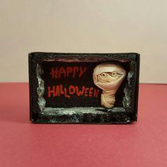 Ihr braucht noch ein kleines Mitbringsel für die Halloweenparty?Oder eine Grußkarte für Halloweenfans? Hier gibts Minis in the box...