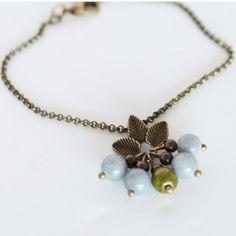 Bracelet, bracelet chaine, pendentif feuille et perles, chic et féminin, à porter tous les jours